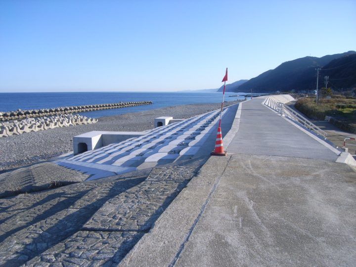 境海岸侵食対策緩傾斜護岸第1工区工事