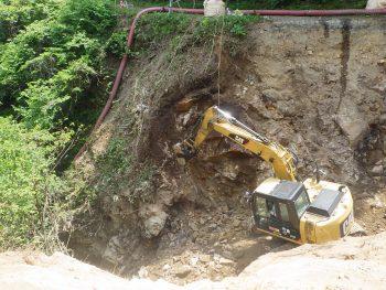 ブレーカー掘削作業